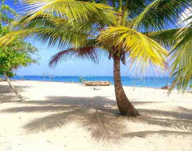 playa-rogelio-beach-riosanjuan-miriosanjuan.jpg